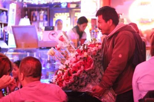colombian bar rose seller