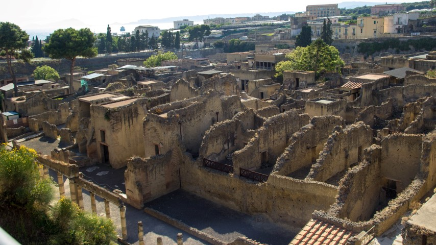 http://www.averysegal.com/wp-content/uploads/2013/07/herculaneum-ercolano-overview-2.jpg