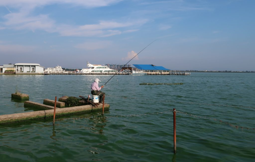 Kunming Dianchi Lake Fishing Green Water