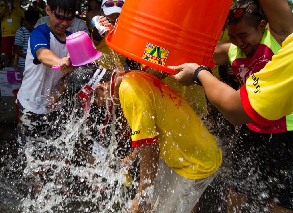 dragonboat festival winner water dunk