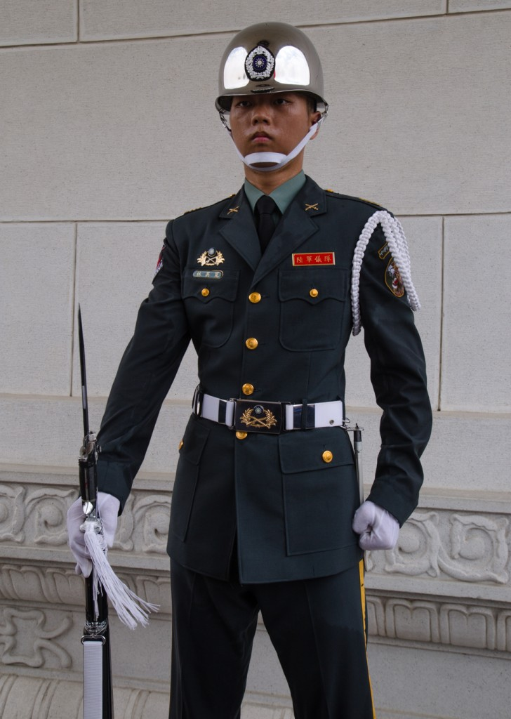 taipei martyrs square soldier-1